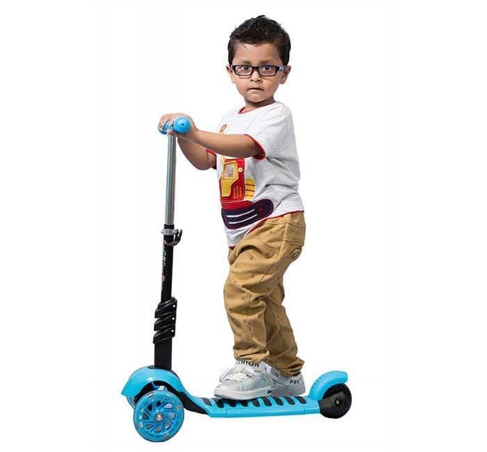 Làm thế nào để mua một chiếc scooter tốt cho bé chơi 2