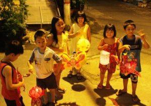 5 trò chơi trung thu tập thể dành cho các bé