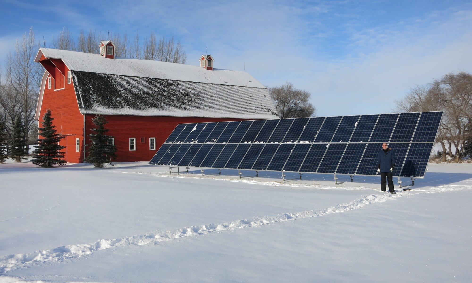 Tấm pin năng lượng ở nơi có tuyết