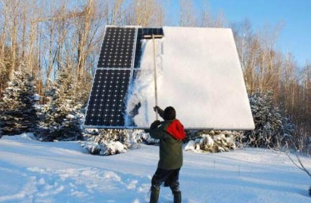 Tấm pin mặt trời ở vùng tuyết