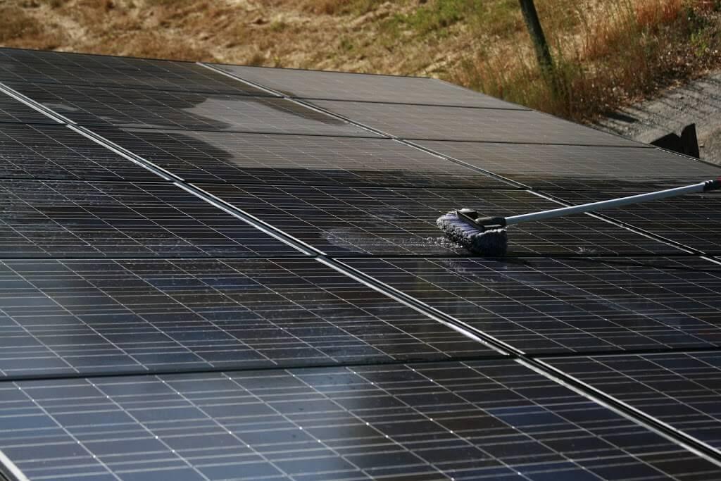 Sản phẩm làm sạch nào cho tấm pin mặt trời?
