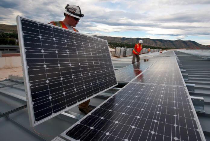 Tấm pin mặt trời có thể tạo ra bao nhiêu năng lượng điện