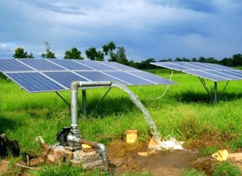 máy bơm âm đất năng lượng mặt trời